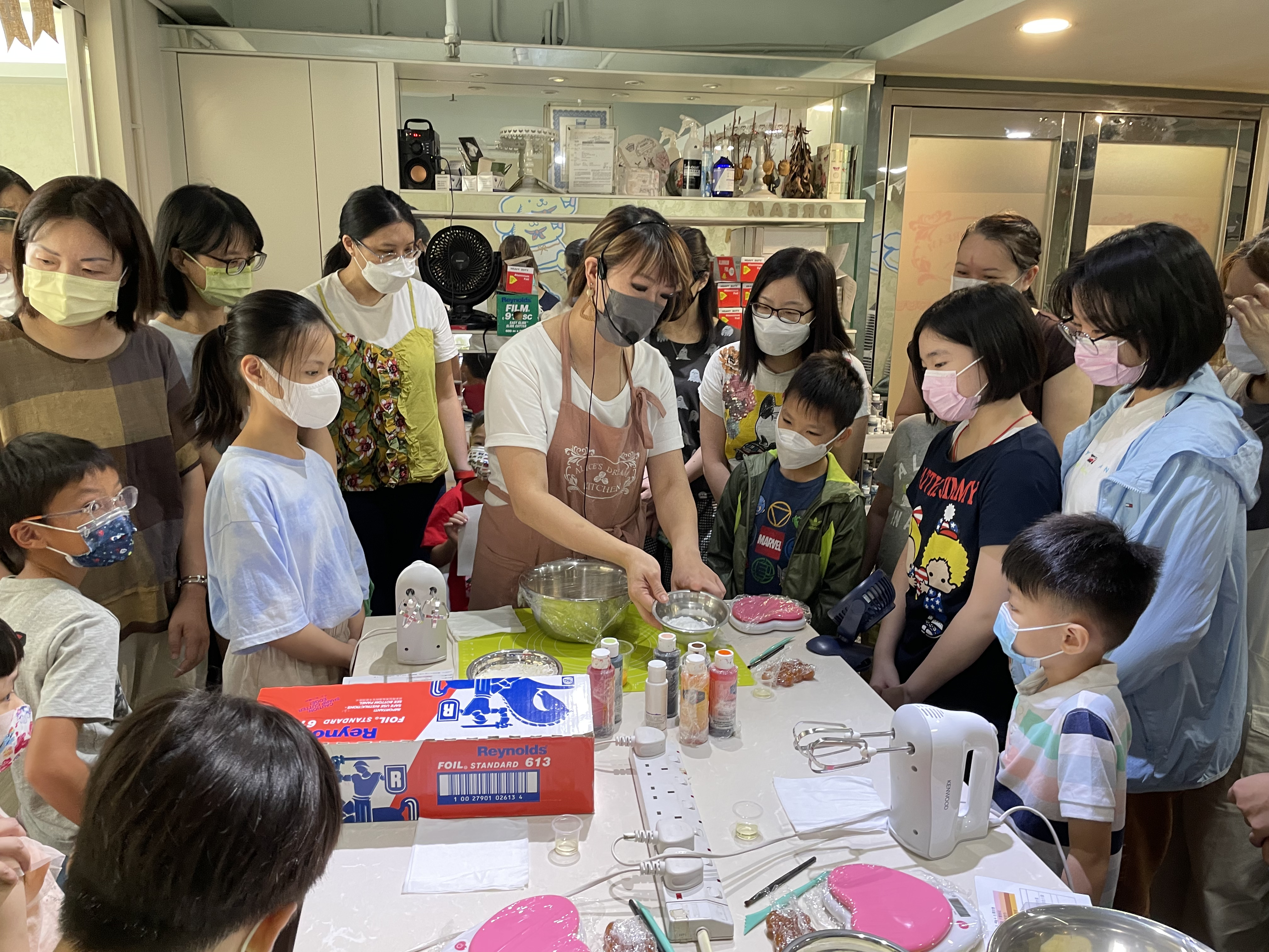 Baking Workshop with Kids (Fluffy Piggy Pineapple Cake)