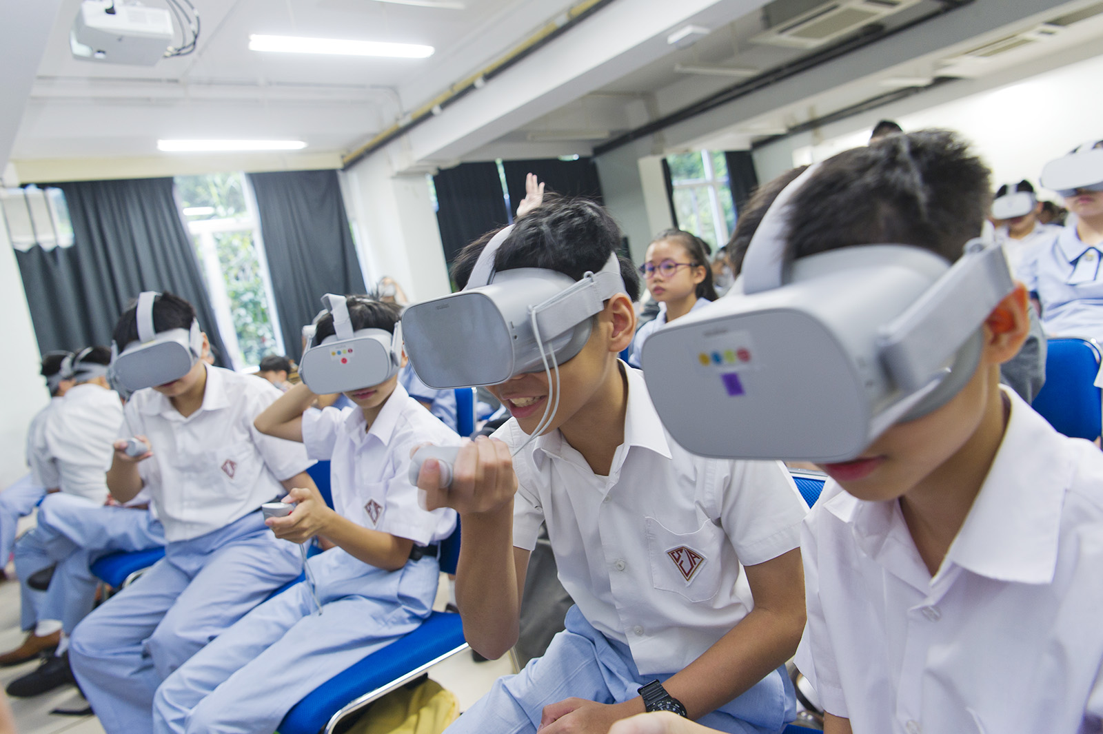 COSI workshops with the application of VR technology enable young people to understand the challenges and difficulties that ethnic minority groups face in Hong Kong.