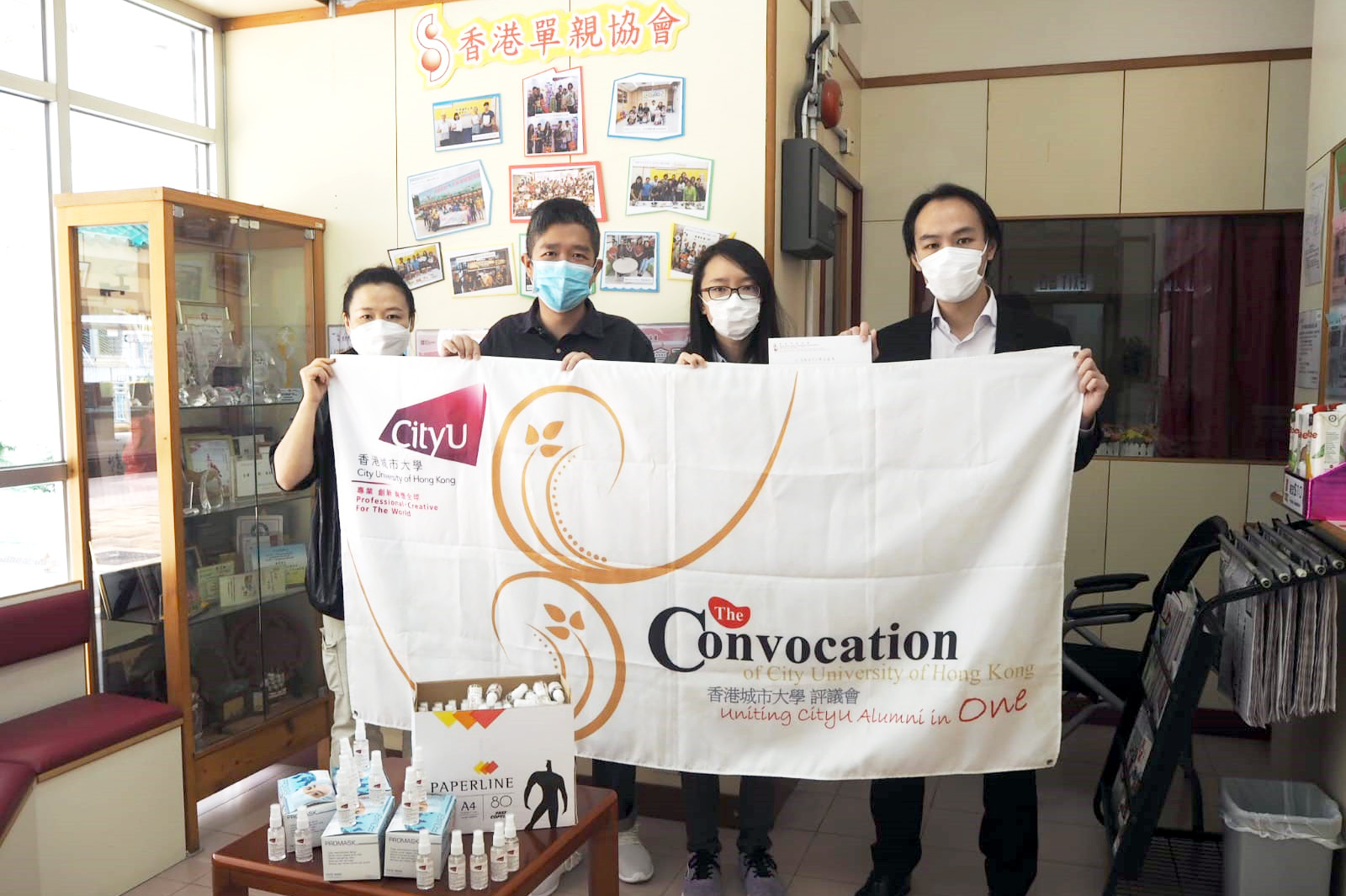 The Convocation presented alcohol handrubs provided by CityU to a beneficiary organisation.