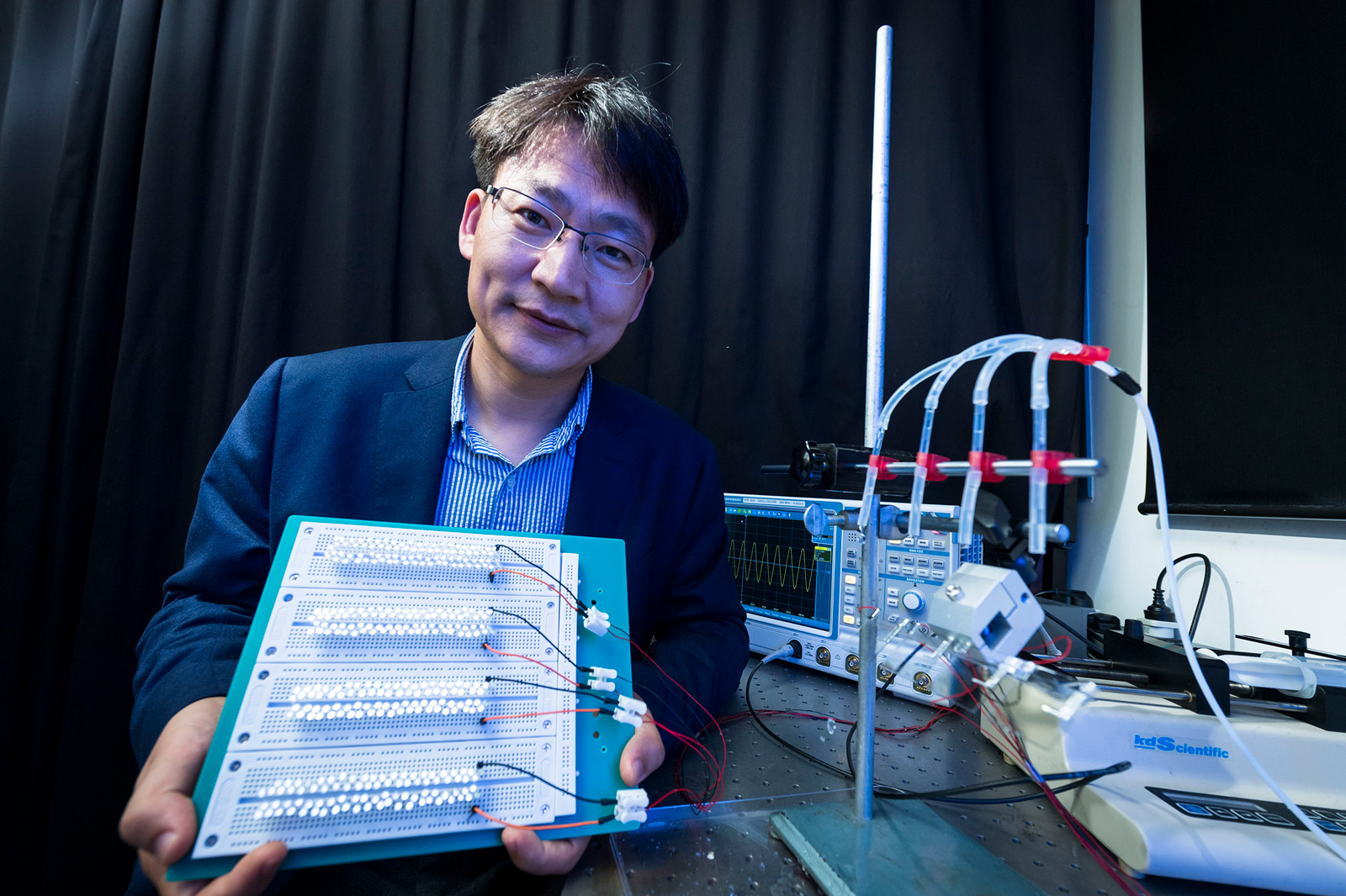 Professor Wang Zuankai of CityU won the 2020 Xplorer Prize organised by the Tencent Foundation.