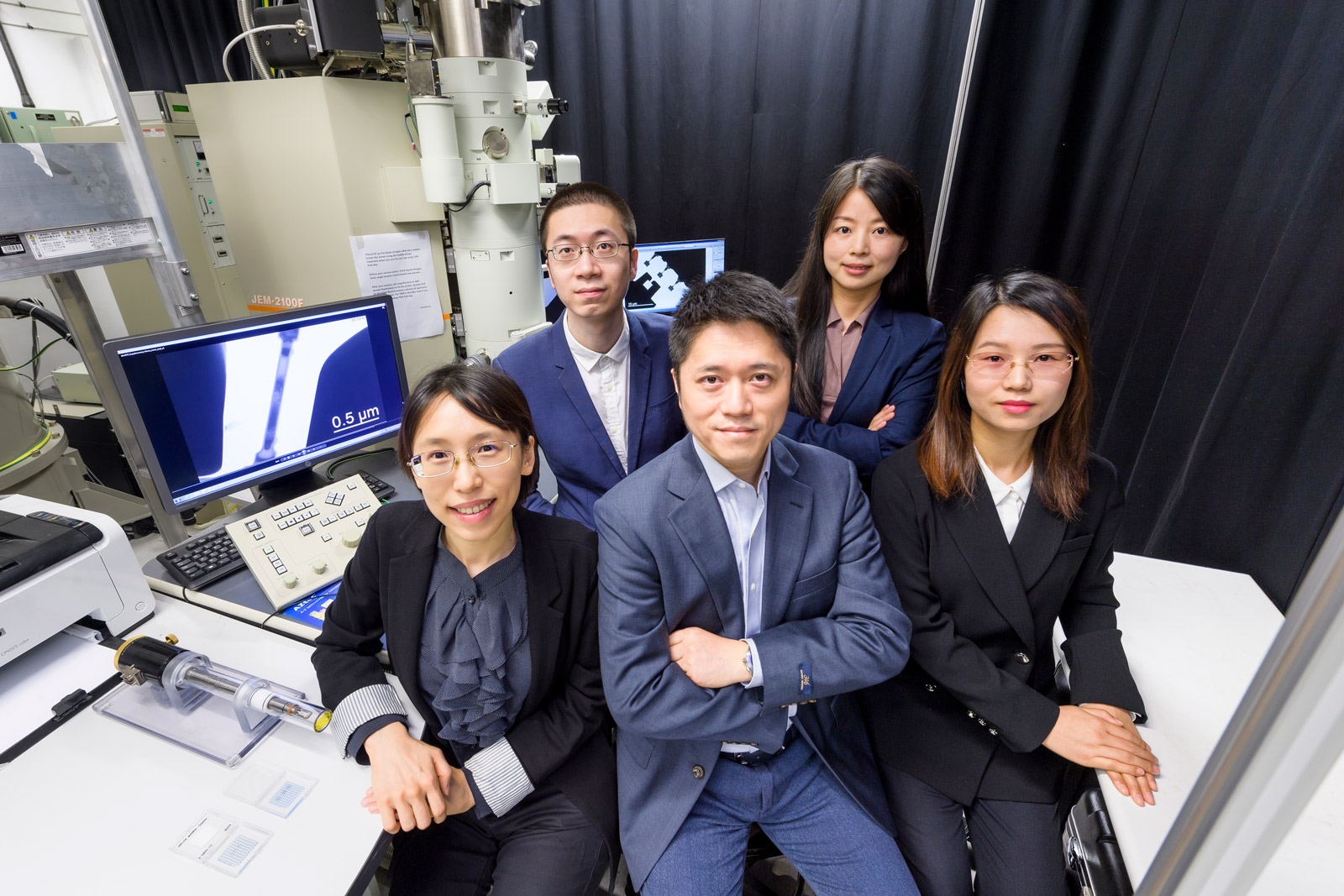 Dr Lu Yang (centre, front) and his research team: Dr Alice Hu (left, front); Dang Chaoqun (right, front); Lin Weitong (left, back) and Dr Fan Rong (right, back).