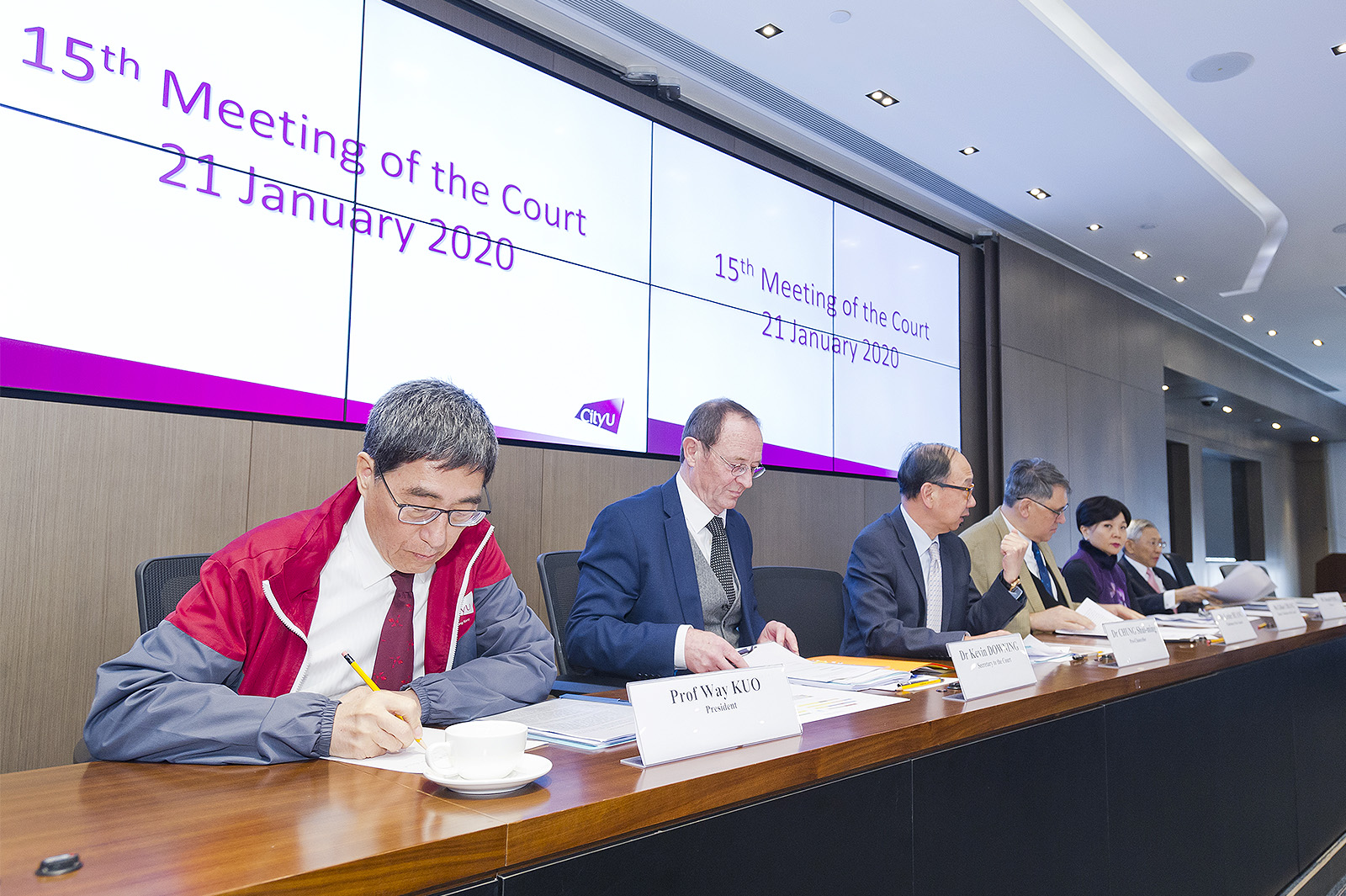 The Principal Officers of CityU brief the members of the Court about the latest developments at CityU.