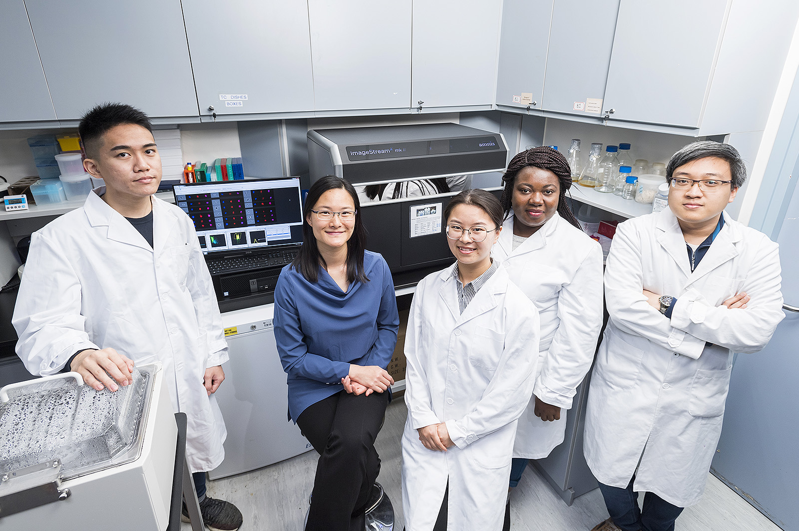 Dr Chow Kwan Ting and her research team at CityU.