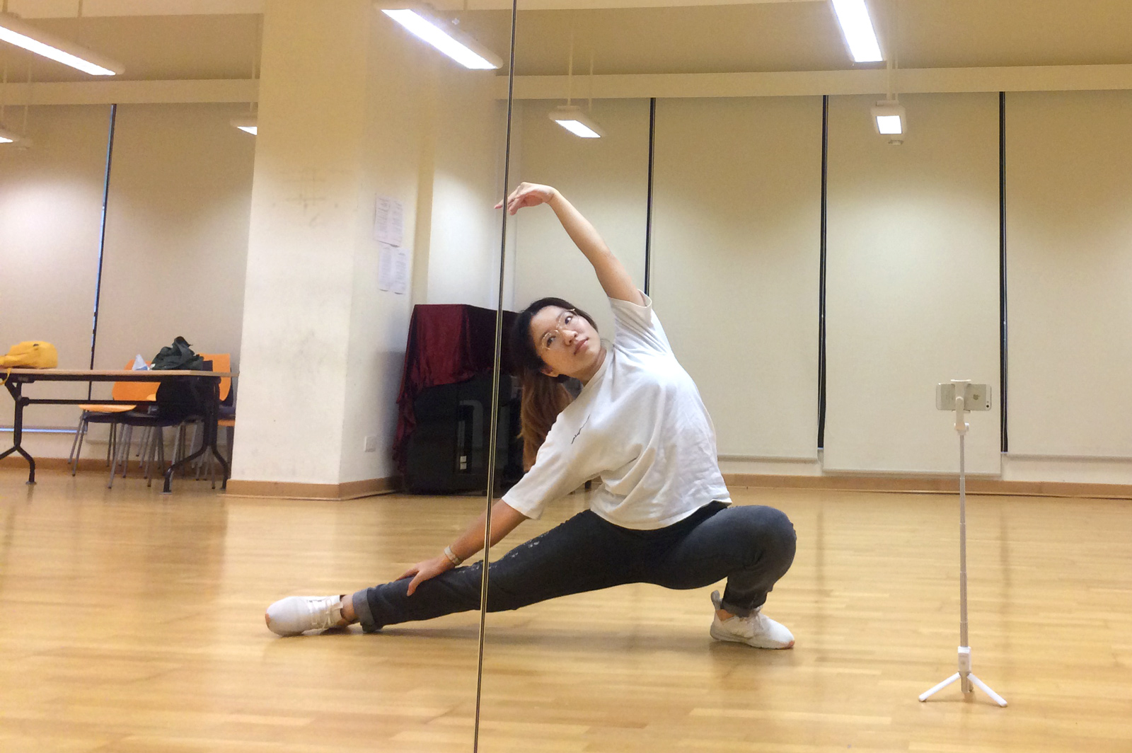 As well as her academic studies, Huang Ruini still practices dance in her spare time.
