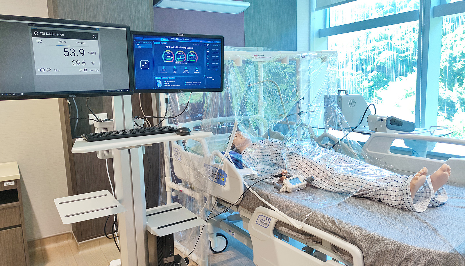 The fast-track ventilation system is being tested in Gleneagles Hospital Hong Kong. Pressure, flowrate, humidity, oxygen and carbon dioxide levels are automatically monitored.