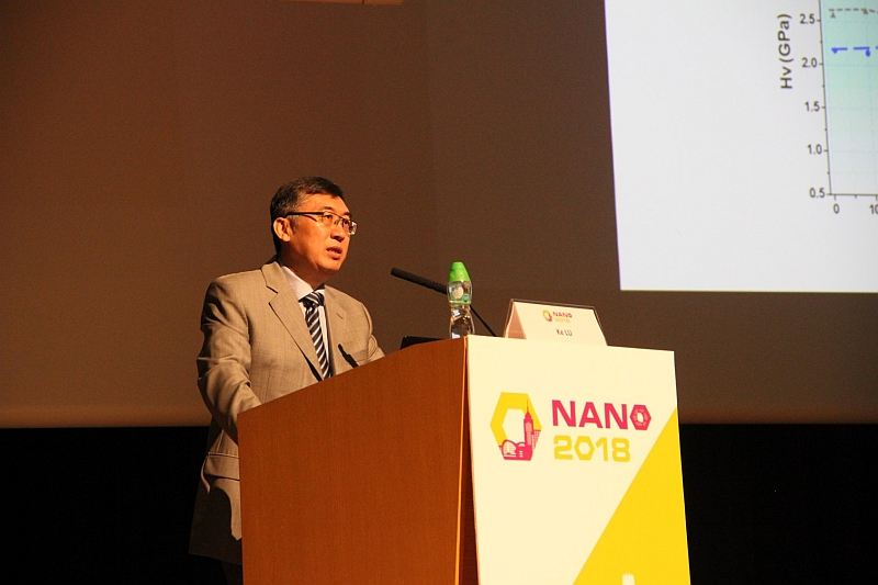 Professor Ke Lu, Academician at Chinese Academy of Sciences, gives a speech at the plenary session.