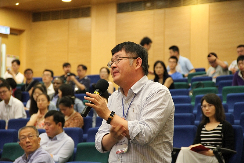 A series of conferences and lectures allows participants to have in-depth communications and ideas exchange with many international scholars. The photo shows Professor Fei Wei from Department of Chemical Engineering at Tsing Hua University.