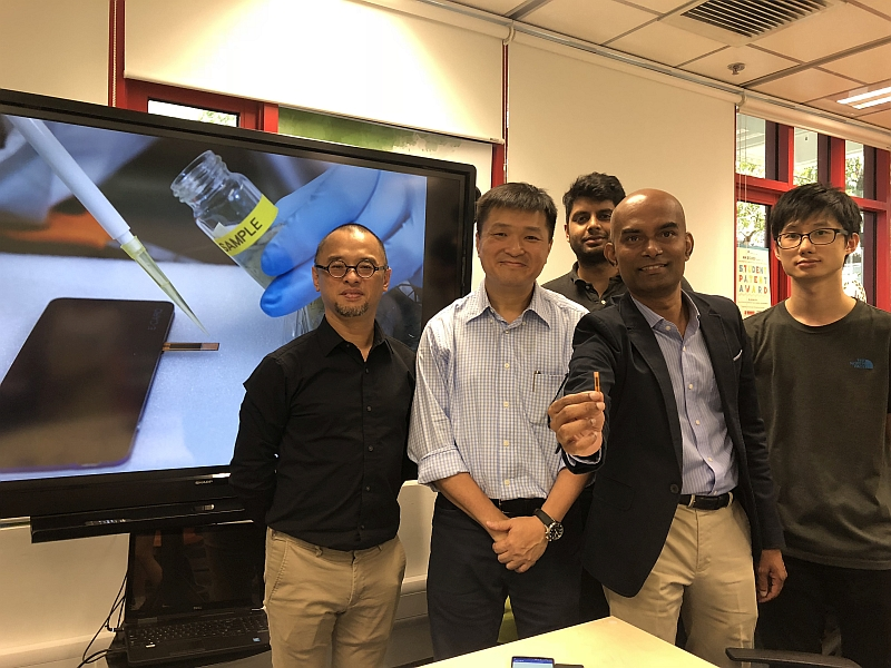 A group photo of CityU research team members including Professor Michael Lam Hon-wah (2nd from left), Dr Roy Vellaisamy (2nd from right), Yeung Chi-chung (1st from right) and Shishir Venkatesh (3rd from right) with CityU Technology Transfer Officer Dr Victor Lau