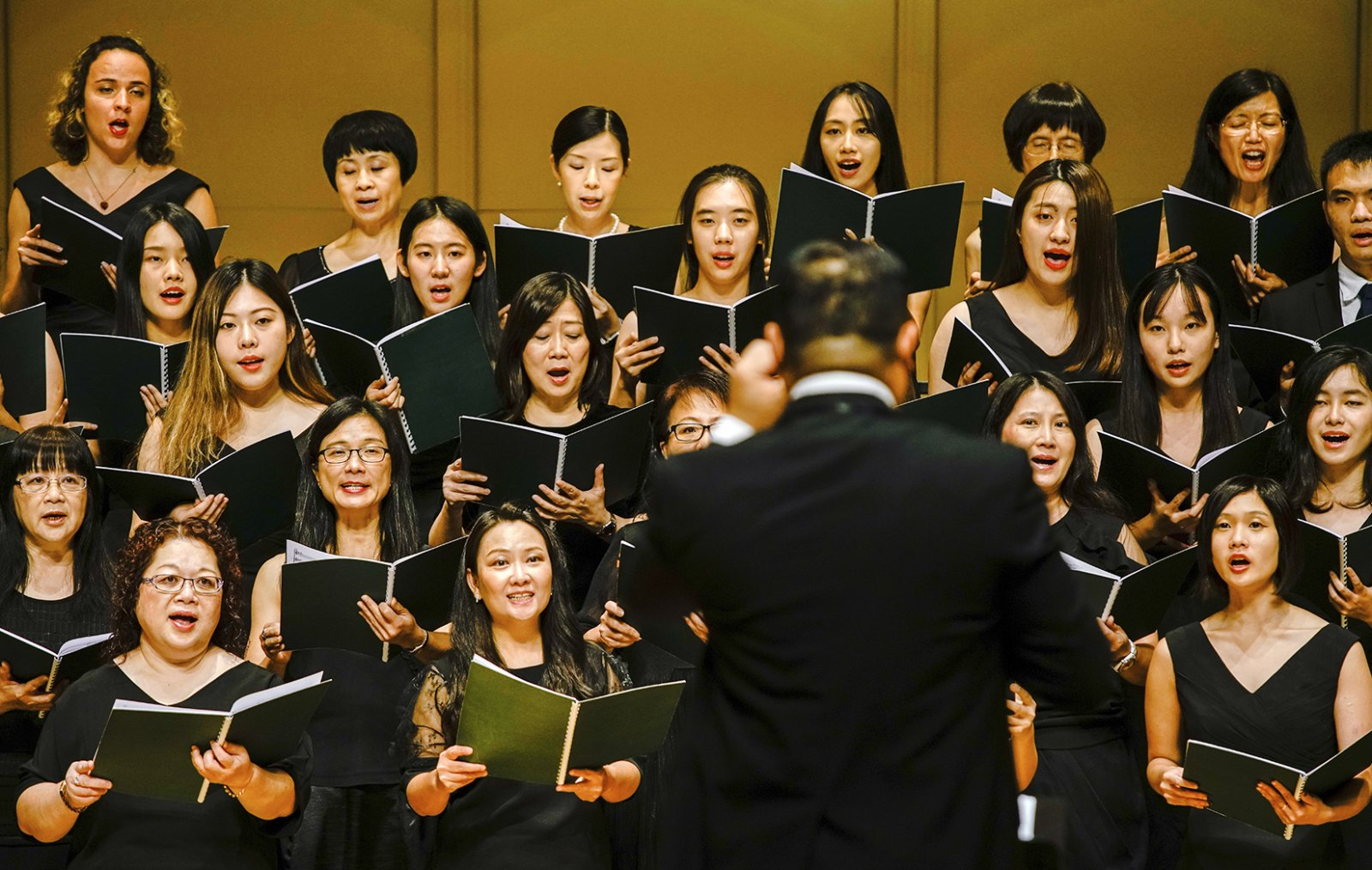 The performance of Yellow River Cantata featured the CityU Choir, CityU Concert Singers and the Pro-Musica Society of Hong Kong.