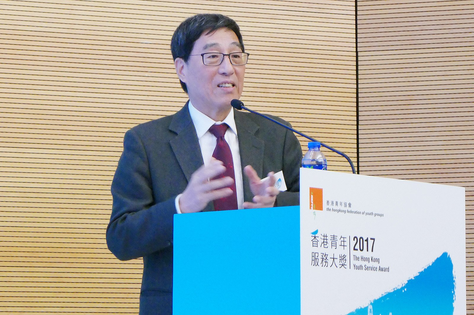 Professor Kuo delivers the keynote speech at The Hong Kong Youth Service Award 2017 presentation ceremony.