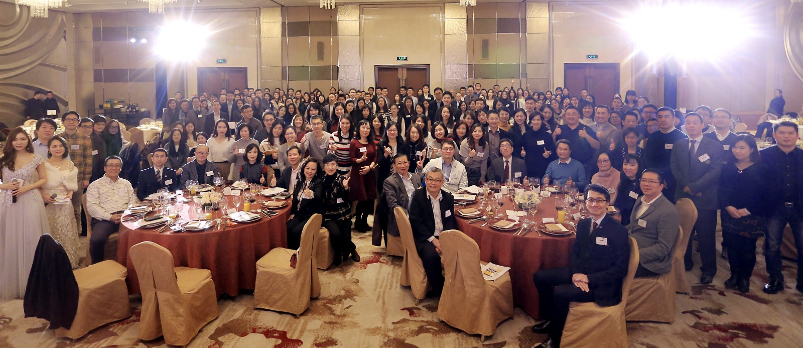 A record number of participants attend the alumni dinner in Shanghai.