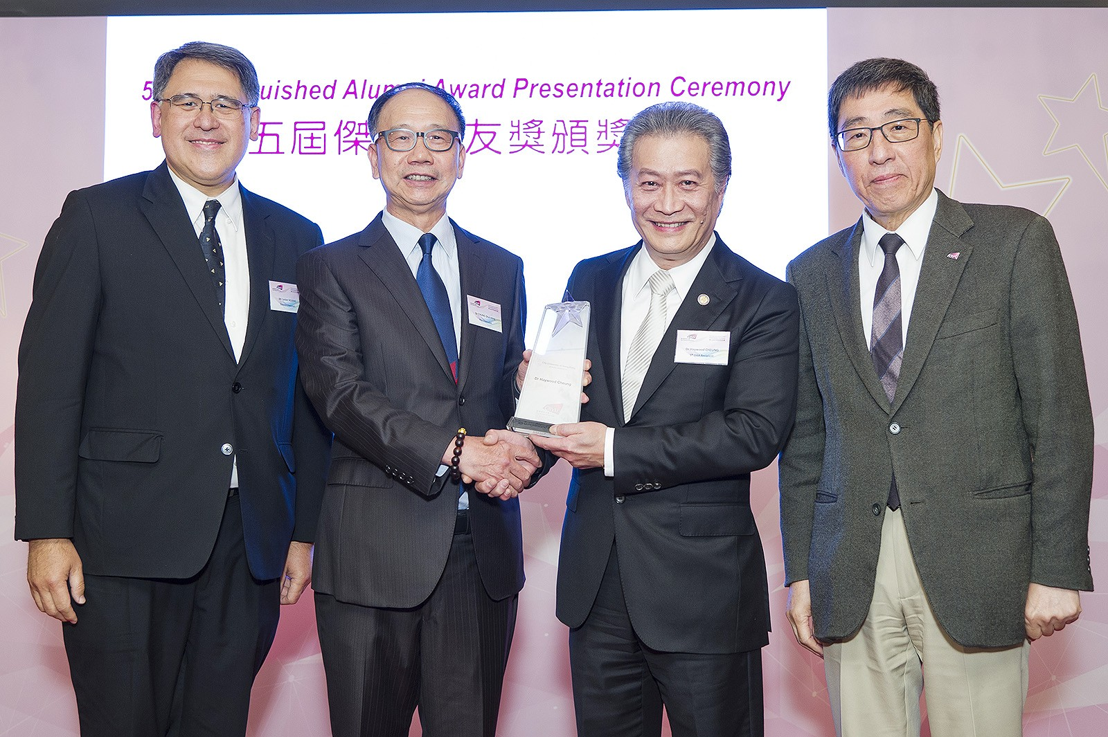 Dr Haywood Cheung (second from right) is conferred the 5th Distinguished Alumni Award of CityU. The ceremony was officiated by Dr Chung Shui-ming, CityU Pro-Chancellor (second from left), Mr Lester Garson Huang, CityU Council Chairman (far left), and Professor Way Kuo, CityU President (far right).
