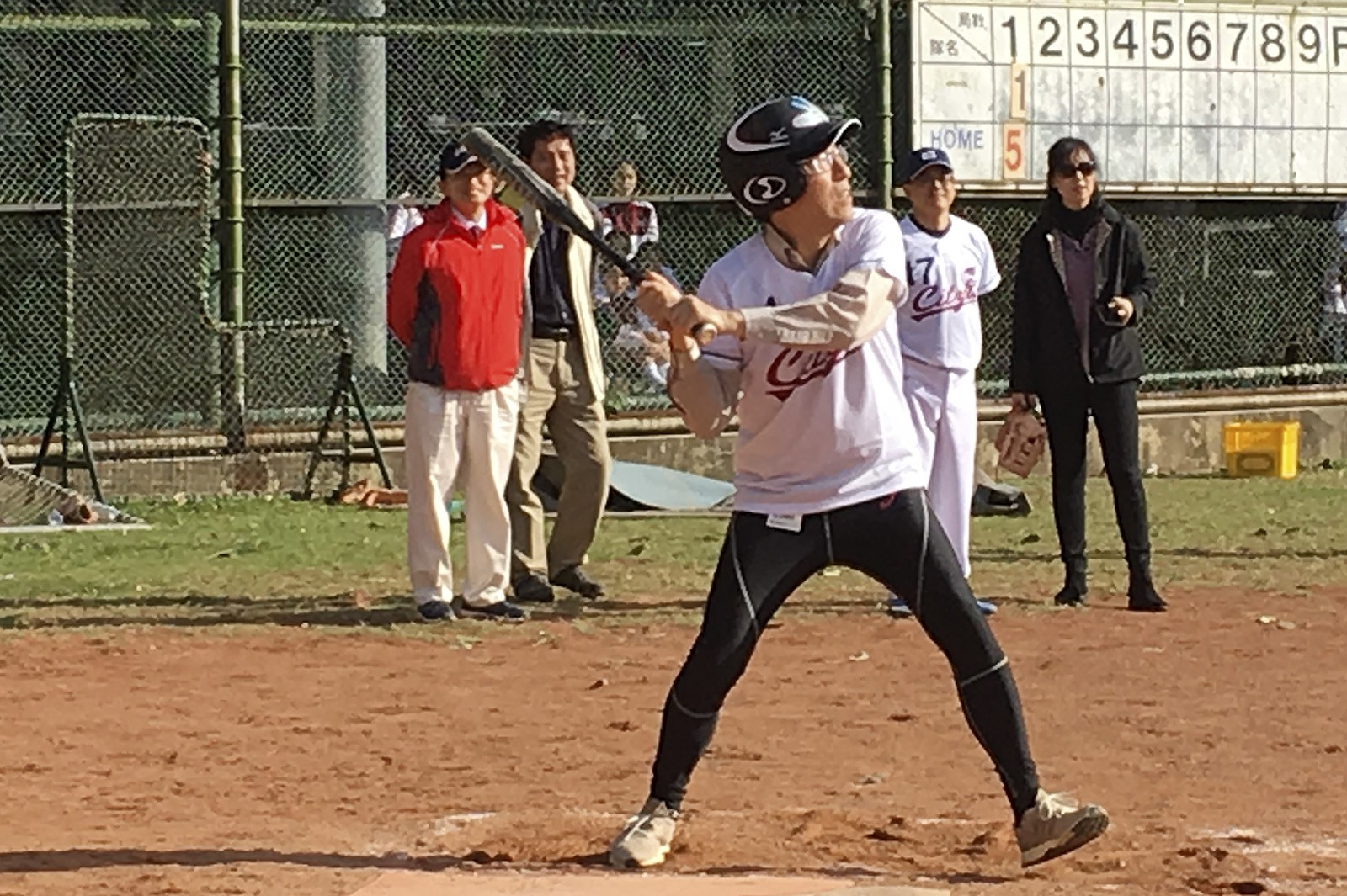President Kuo shows his batting skills.