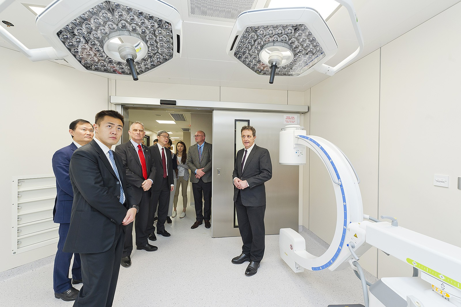 Guests visit the CityU Veterinary Medical Centre.