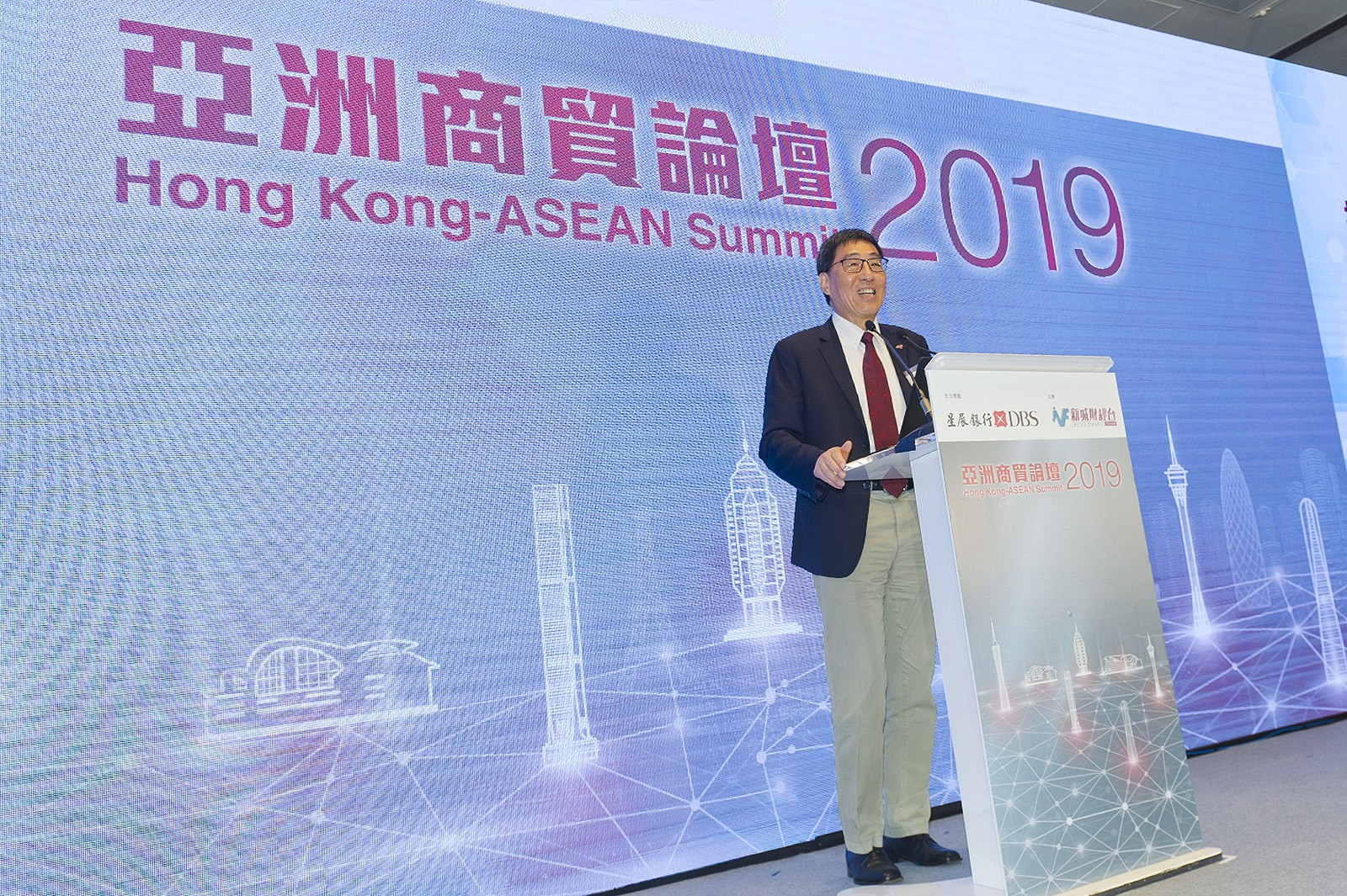 "Professor Kuo delivered a keynote speech on ""How to promote the development of innovation and technology in Hong Kong"" at the Hong Kong-ASEAN Summit 2019. The Summit was attended by some 200 distinguished members of the community, including the consuls general of Asian countries and other government guests, along with representatives from the business community."