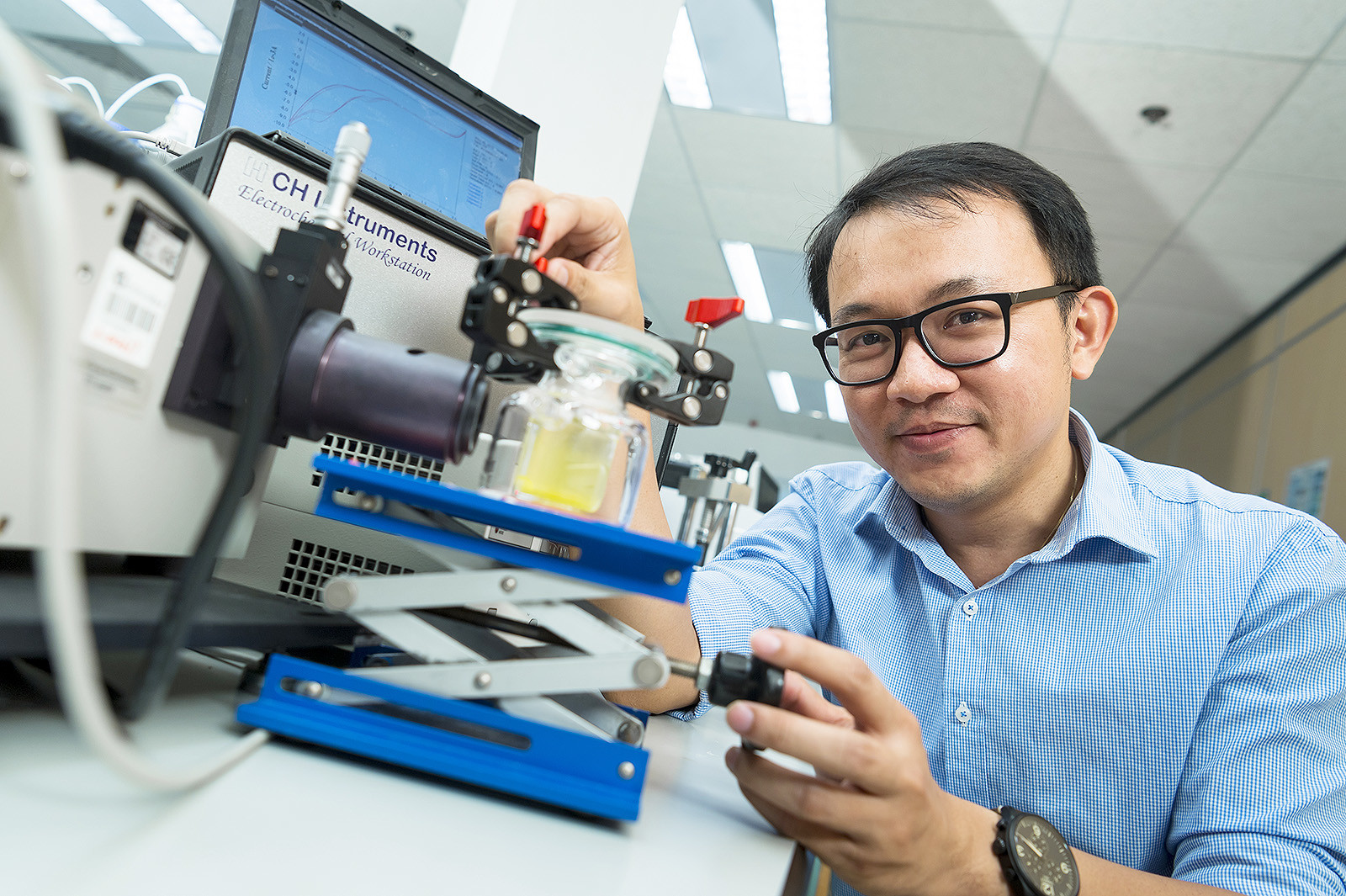 Dr Ng's research may help to resolve the two issues of energy shortage and pollution.